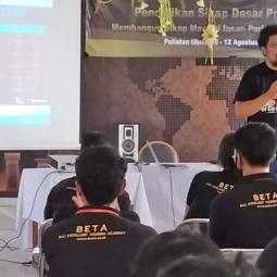 Pembekalan Internet Sehat dan Potensinya ke Mahasiswa BETA Academy